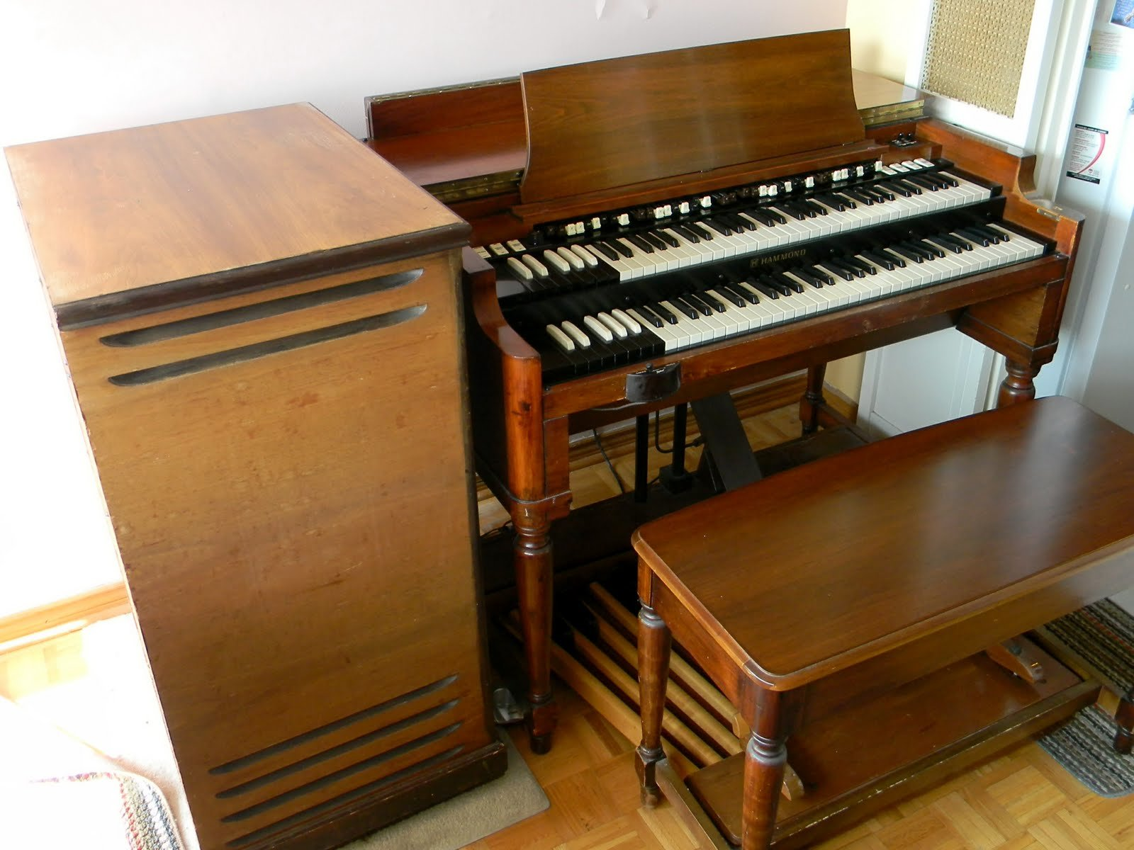 Hammond B3 and Leslie Amplifier