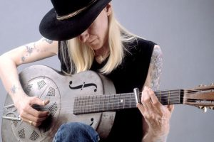 johnny-winter-dobro-750x500_6