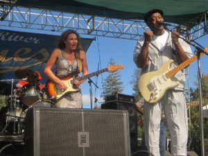 Ana_Popovic_and_Buddy_Guy_Russian_River_Blues_Festival