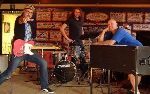 Koch Marshall Trio Facebook
